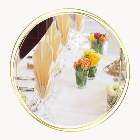 table dressée pour un mariage avec des couleurs pales - C&D Events Wedding planner / Organisatrice de mariage Oise et Paris
